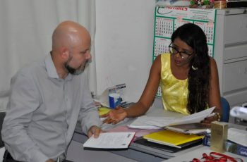 Aleks Palitot visita escola Escola Municipal Moisés Ferreira Neto