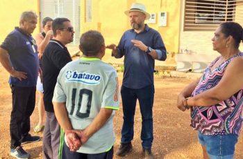 BAIRRO: Aleks Palitot verifica serviços no Cohab