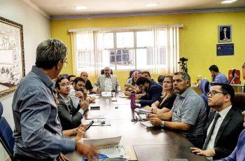 Aleks Palitot busca solução para transporte escolar da capital