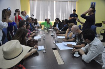 Aleks Palitot questiona contratos de transporte escolar fluvial