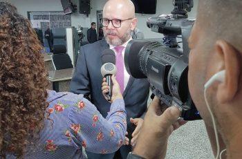 Aleks Palitot pede explicações sobre transporte escolar na Capital