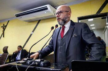Aleks Palitot promove debate sobre cortes na educação em âmbito municipal