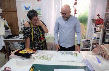 Palitot visita ateliê que desenvolve projeto em unidades prisionais femininas