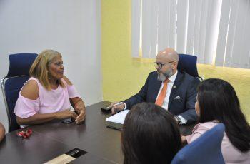 Aleks Palitot recebe moradores dos empreendimentos do Socialista